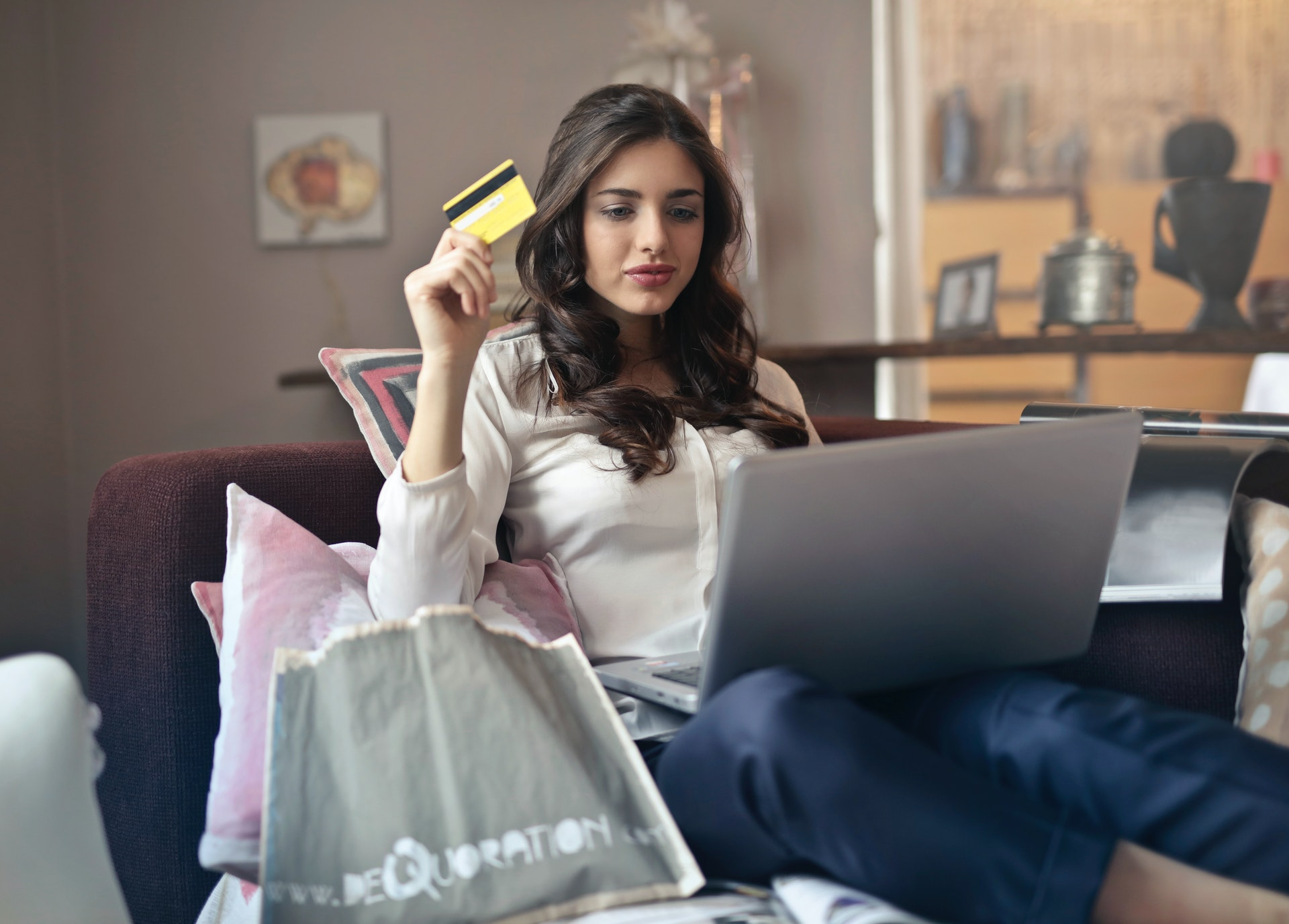 Advantages of Ecommerce – Is It Worth Trying?